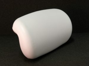 wells pillow for bathtubs in white